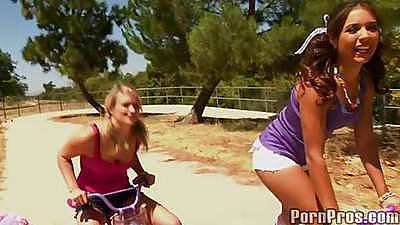 Two hot lollipop teens Jynx and Heather