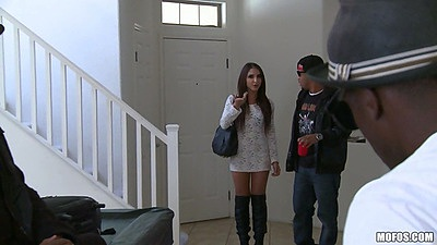 Milf Giselle Leon comes to a home for some big black cock