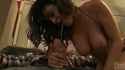 Blowjob and reverse cowgirl with trimmed pussy chick