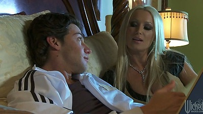 Blonde hottie Diana Doll kissing guy and sucking his cock