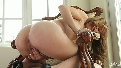 Nice ass Alyssa Branch fingering and reaching in deep