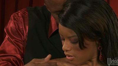 Ebony Rihanna Rimes making out with dude