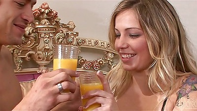 Couple with Sienna Milano having drink and making out