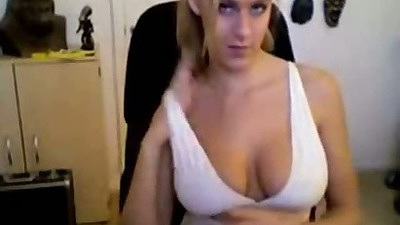 Big natural tits gf showing her boobs and belly