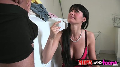Cassandra Nix and Eva are mother and daughter in threesome sex
