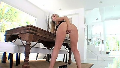 Jessica Lynn reaching into her pussy and ass in solo fingering