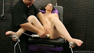 Vibrator milf Kiki Daire loving machines that move fast