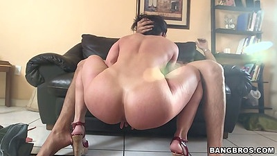 Milf blowjob squatting down and showing perfect ass curves Kendra Lust