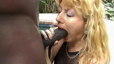 Mature mommy Penny eats a fat black dick outdoors