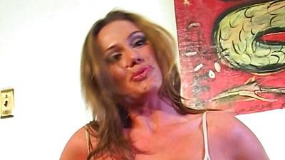 Stunning milf Sky Taylor masturbation and pussy eating close up