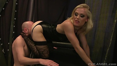 Pussy licking lingerie blowjob while she sits on mans face Ash Hollywood
