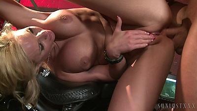 Big tits standing fuck with vixen Phoenix Marie